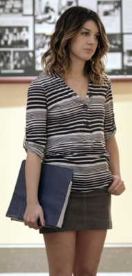 Annie Wilson Wears Stripes on 90210