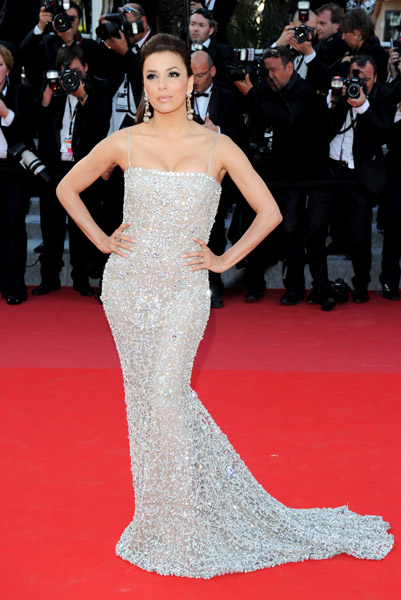 Naeem Khan outfitted Eva Longoria in his crystal embellished gown.