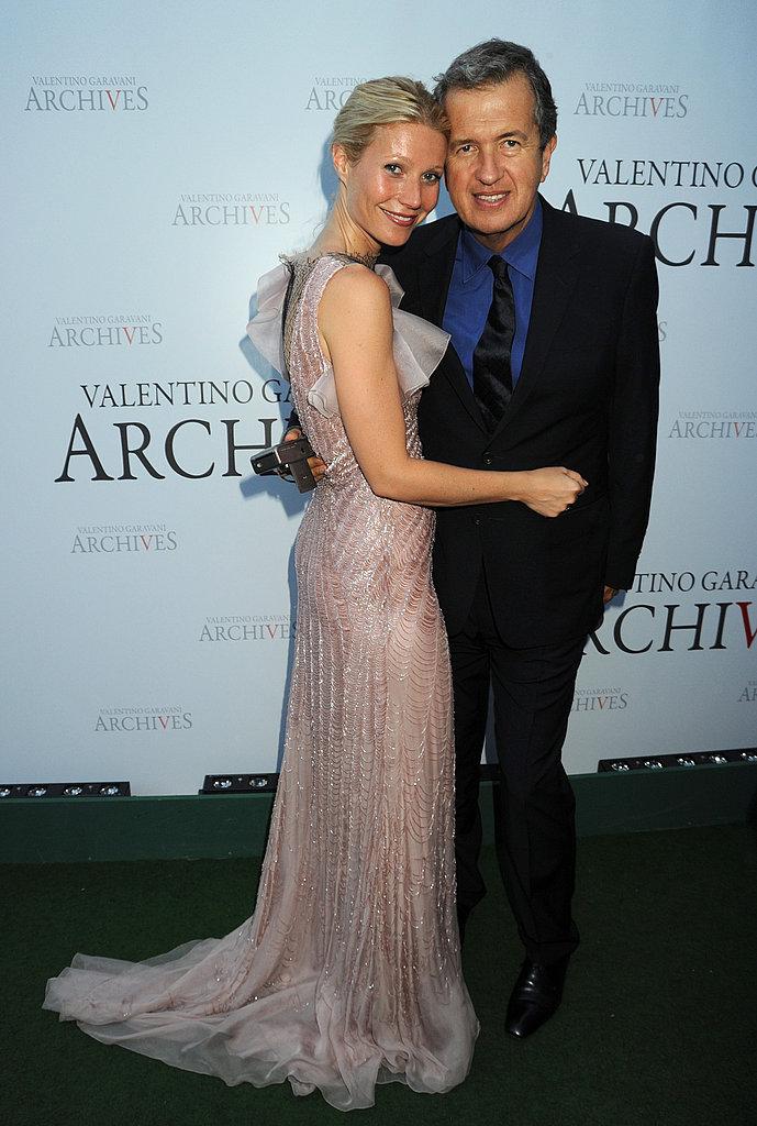 Gwyneth cuddling up to Mario Testino.