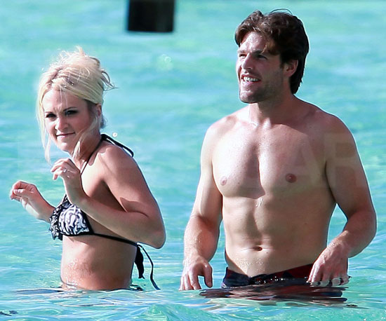Slide Picture of Carrie Underwood and Mike Fisher on Honeymoon