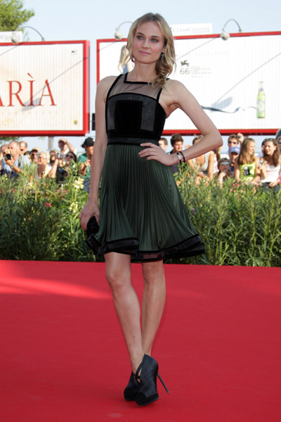 She was perfection in this flowy Phi fabulousness at the 2009 Venice International Film Festival.