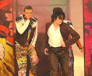 Michael-Jackson-surprised-crowd-coming-stage-end