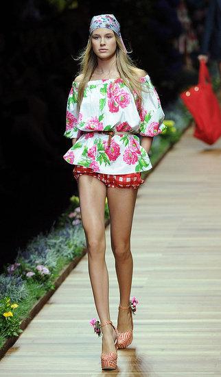 Spring 2011 Milan Fashion Week: D&G 2010-09-23 11:39:09