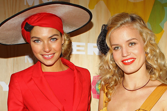Beauty Looks From 2010 Crown Oaks Day
