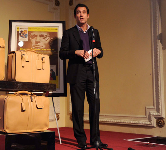 Pictures of Clive Owen at a Tod's Event in London 2010-11-30 13:30:49