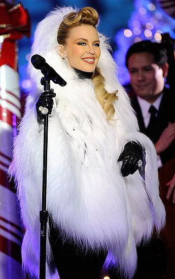 Pictures and Video of Kylie Minogue and Jessica Simpson at the Rockefeller Center in New York