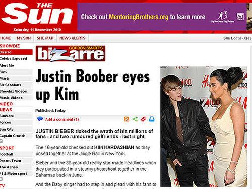 Justin Bieber não resiste ao decote de Kim Kardashian em evento