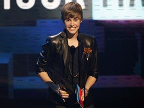 Justin Bieber é eleito o artista do ano em premiação