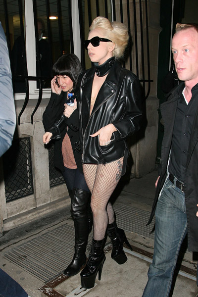 She was wearing pants there for a while, but Gaga went back to being pants-less in Paris!