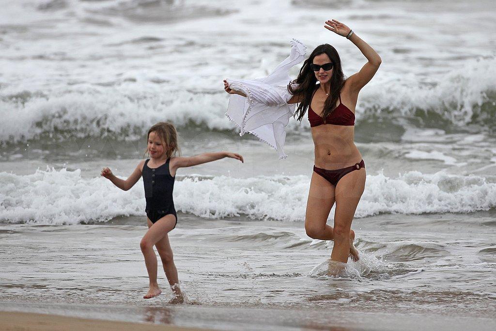 Jennifer Garner Reveals Her Amazing Bikini Body on the Beach!
