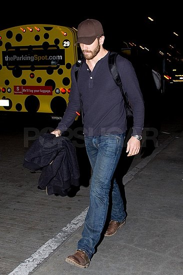 Pictures of Jake Gyllenhaal Arriving at LAX Solo