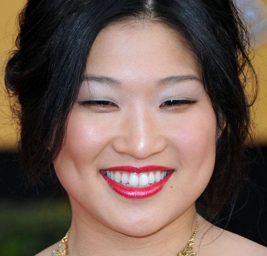 Jenna Ushkowitz's SAG Awards Makeup: Step-by-Step Tutorial 2011-01-30 17:36:14