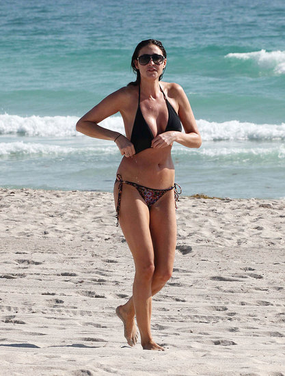 Pictures of Lisa Snowdon in a Bikini