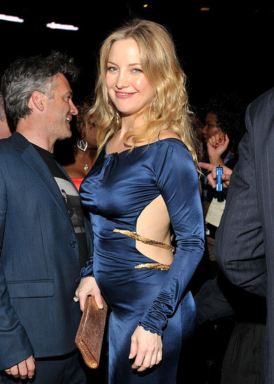 Pictures of Kate Hudson Showing Her Baby Bump at the 2011 Grammy Awards 2011-02-14 00:22:37