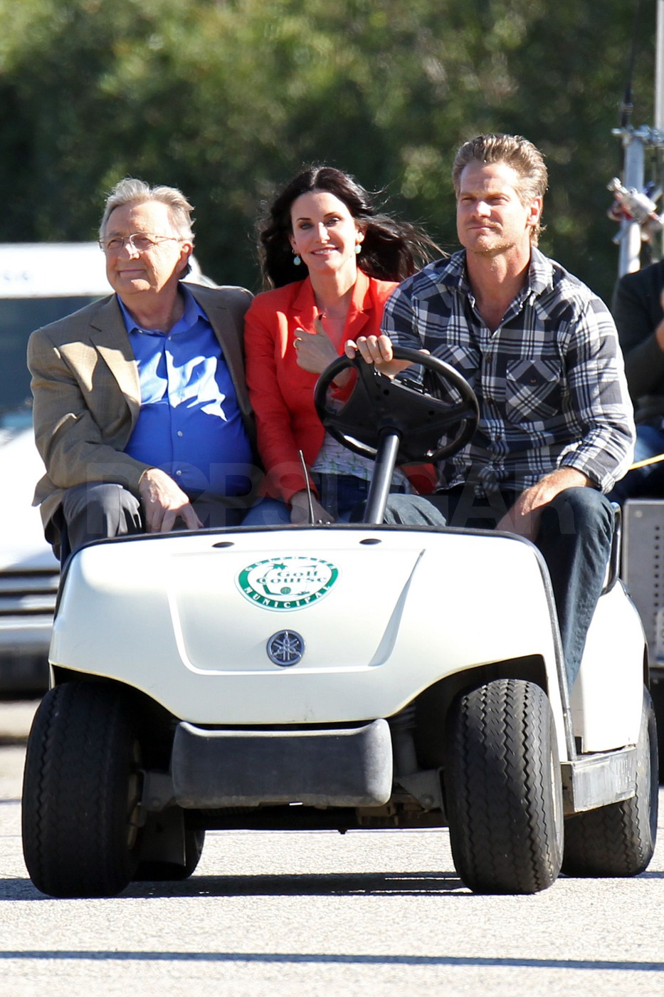 Courteney and Her Cougar Town Cast Go For a Silly Spin on Set