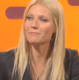"""Gwyneth Paltrow Rapping """"Straight Outta Compton"""" on The Graham Norton Show"""