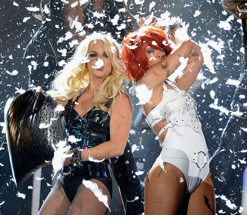 Video of Rihanna and Britney Spears Performing S&M at the 2011 Billboard Music Awards