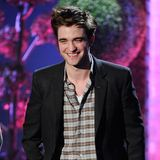 Video: Robert Pattinson, Kristen Stewart and Twilight Cast Win Big at MTV Movie Awards