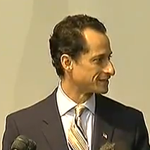 Anthony Weiner Heckled as He Resigns Video
