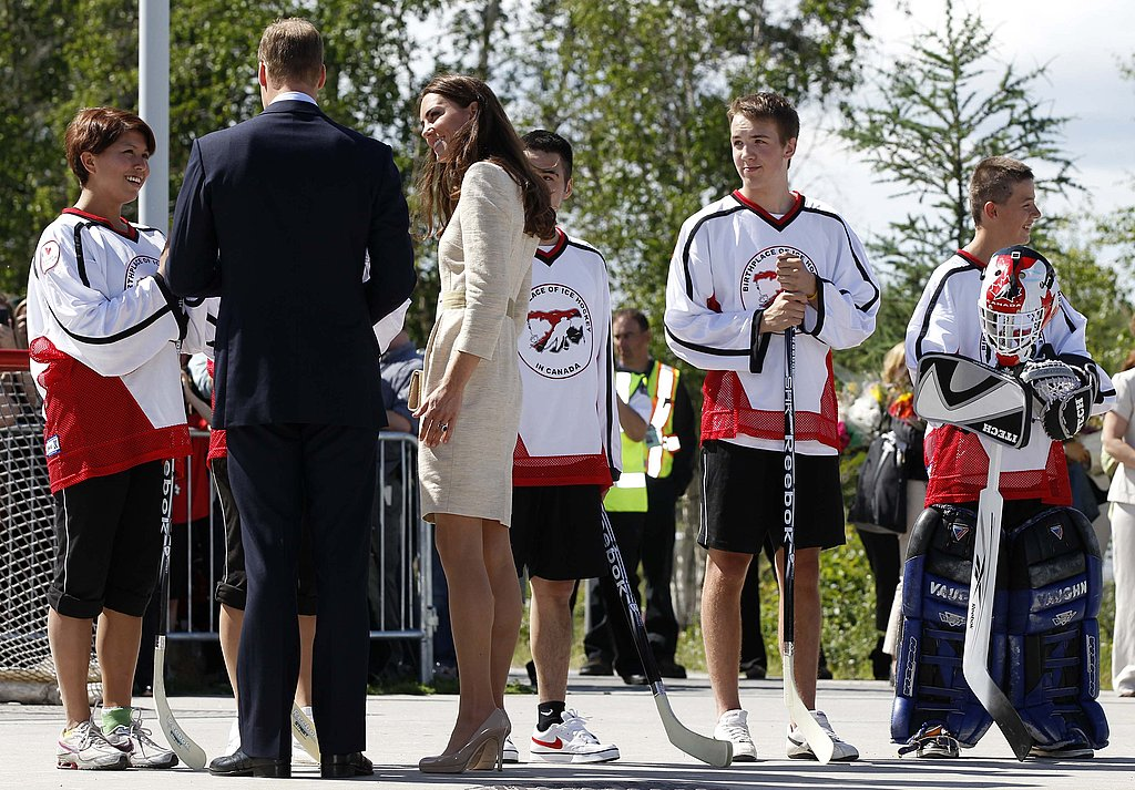 Prince William and Kate Middleton chatted up young hockey players.