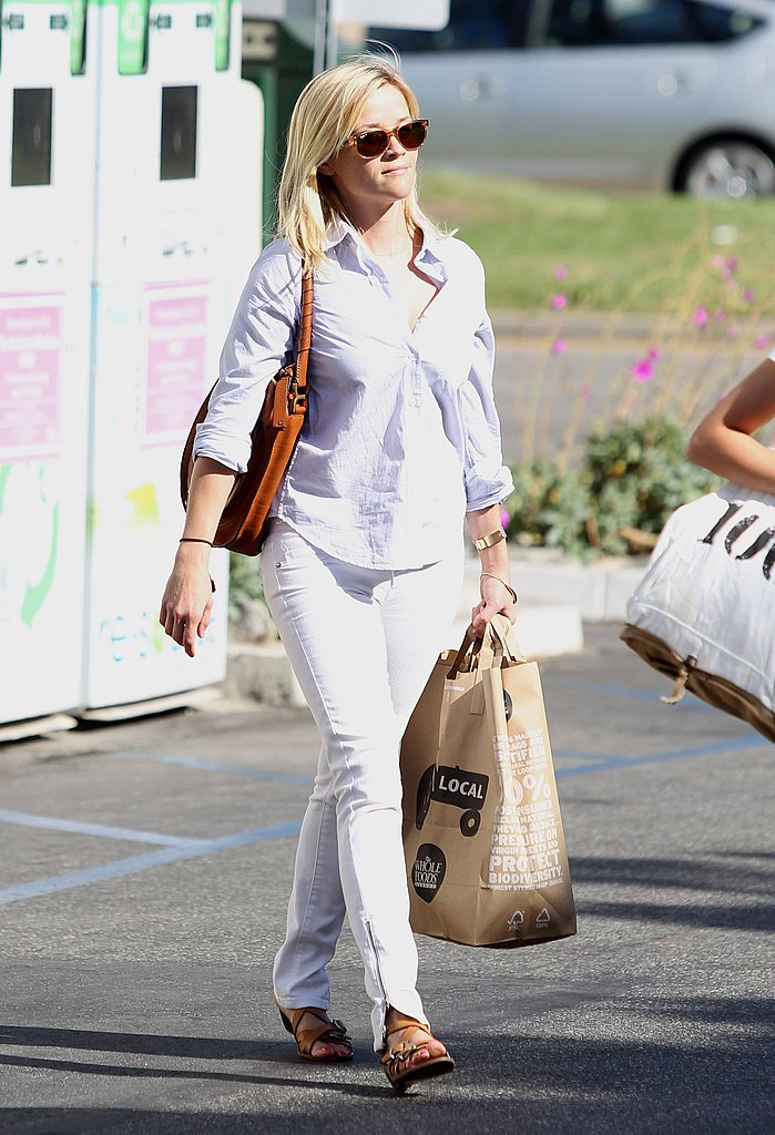 Reese Witherspoon grabbed some food.