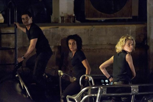 Ramon Rodriguez, Annie Ilonzeh, and Rachael Taylor in ABC&#039;s Charlie Angels.