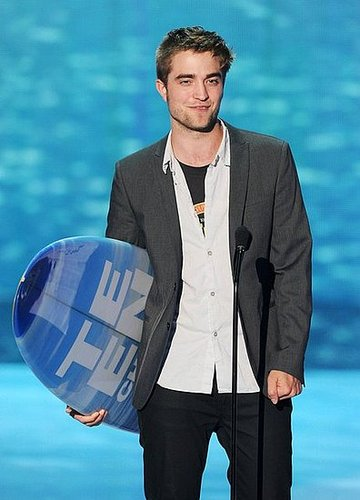 """Twilight"" Cast Takes Home 5 Surf Boards From 2011 TCA - Masterpost"