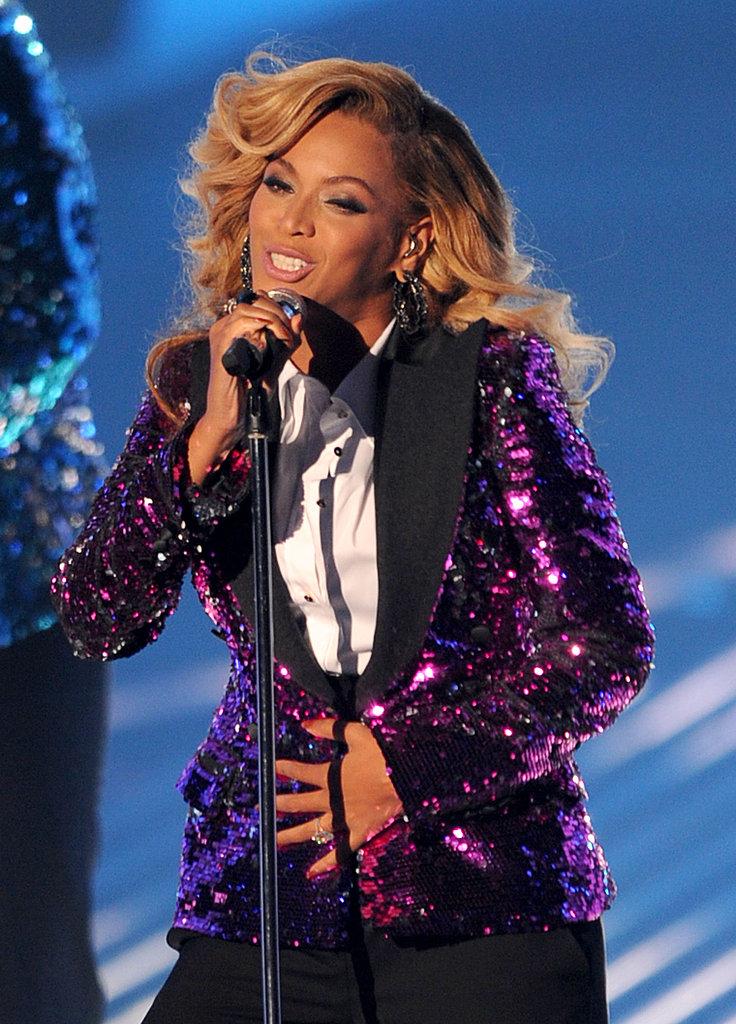 Beyoncé rocking her bump at the VMA awards.