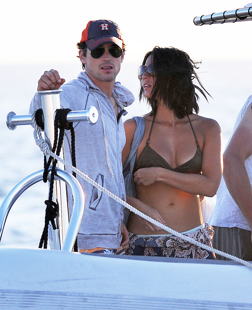 Olivia-Munn-held-onto-her-Magic-Mike-costar-Matt-Bomer jpgOlivia Munn Magic Mike Gif