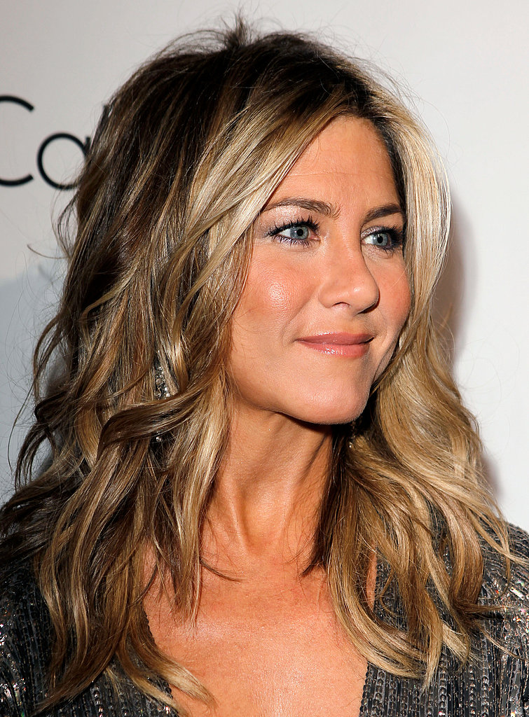 Jennifer Aniston kept her hair flowing and curly in LA for an Elle ...