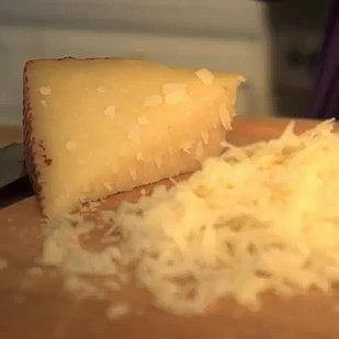 How to Make Cheesy Mashed Potatoes (Video)