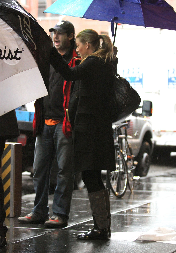 Blake Breaks From Ryan For a Rainy Day Gossiping