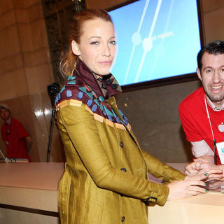 Blake Lively Shops at Apple's Grand Central Terminal Store