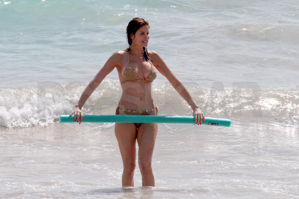 Stephanie Seymour took her bikini and a noodle out for a swim.