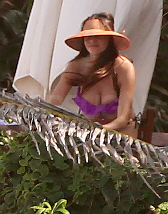 Sofia Vergara worked on her tan.