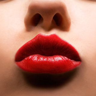 How to Choose the Correct Shade of Red Lipstick