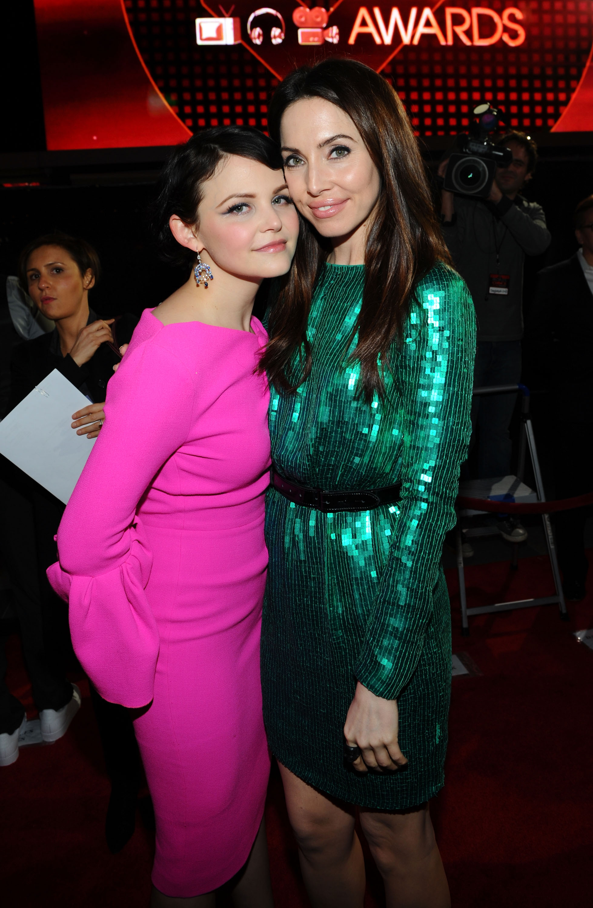 Whitney Cummings and Ginnifer Goodwin at the People's Choice Awards.