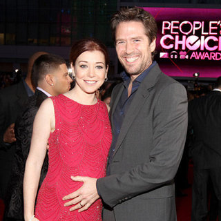 Pregnant Alyson Hannigan Baby Bump Pictures with Alexis Denisof at 2012 People's Choice Awards