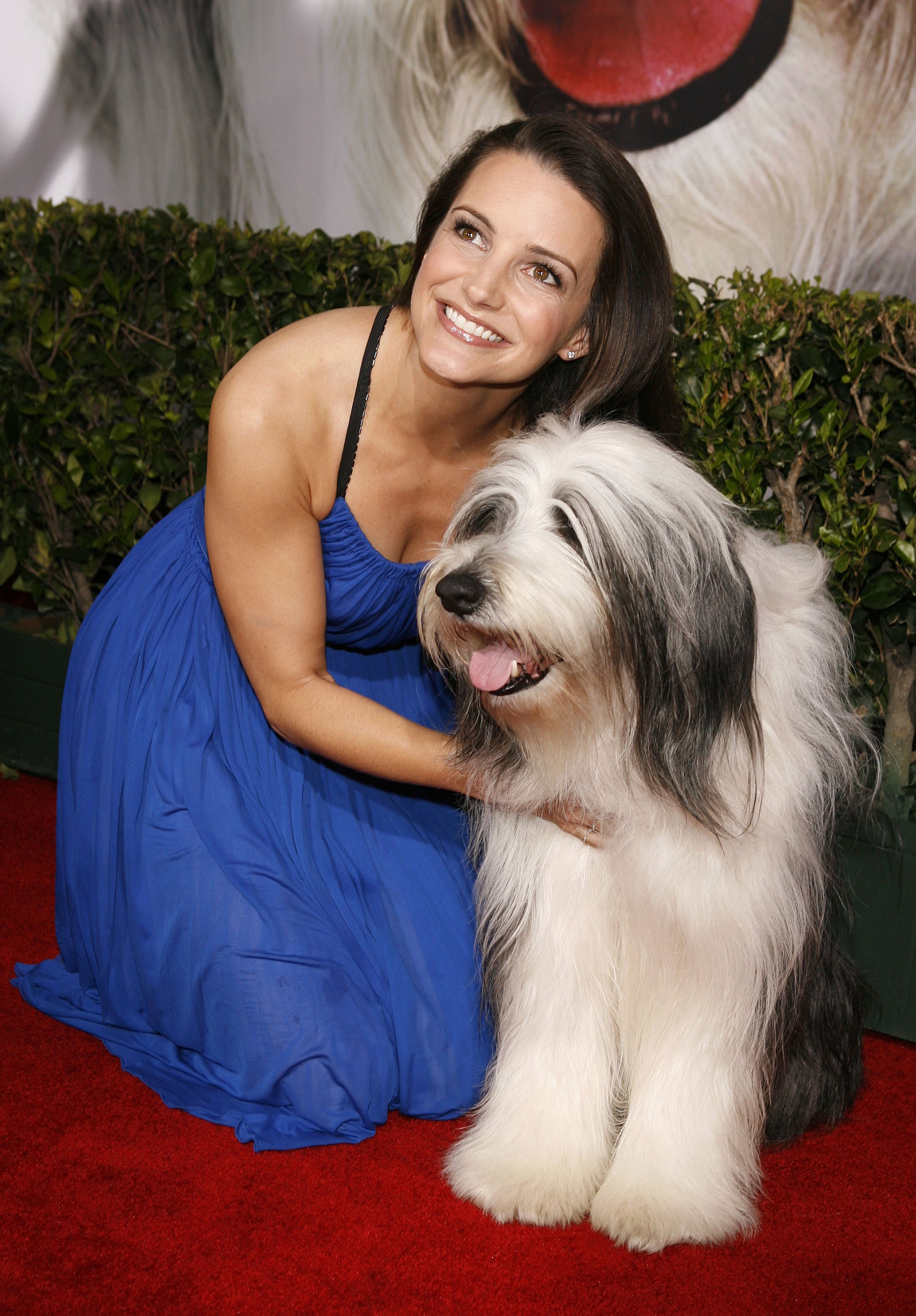 Kristin Davis is not-so-shaggy in blue, but her costar in The Shaggy Dog (2006) more than makes up for it.