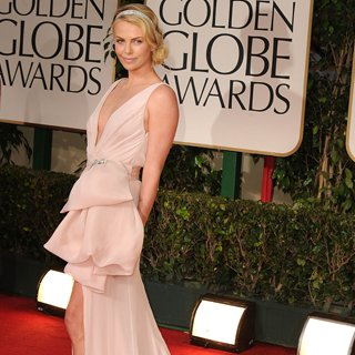 Charlize Theron, Jessica Biel Nude Dresses at Golden Globes