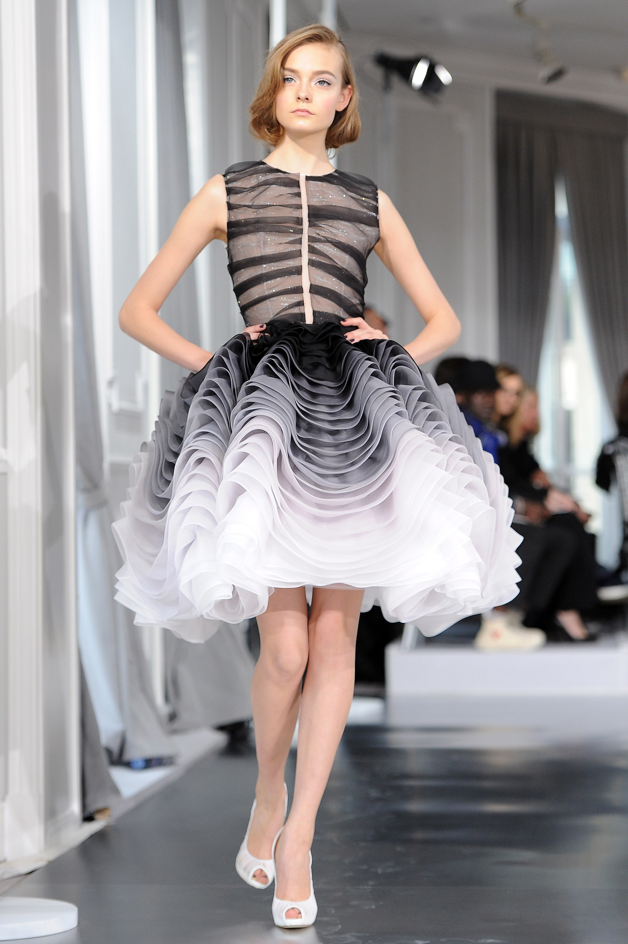 Fashion shopping style 2012 paris couture fashion for Haute couture today
