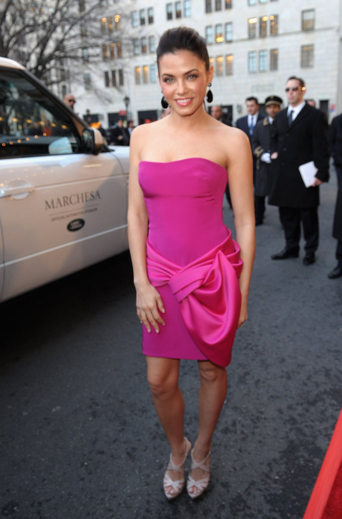 Jenna Dewan arrived via Range Rover at the Marchesa NYFW show.