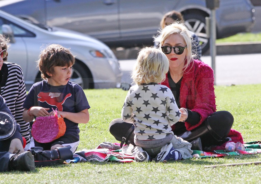 Gwen Stefani sat down to play with Kingston and Zuma.