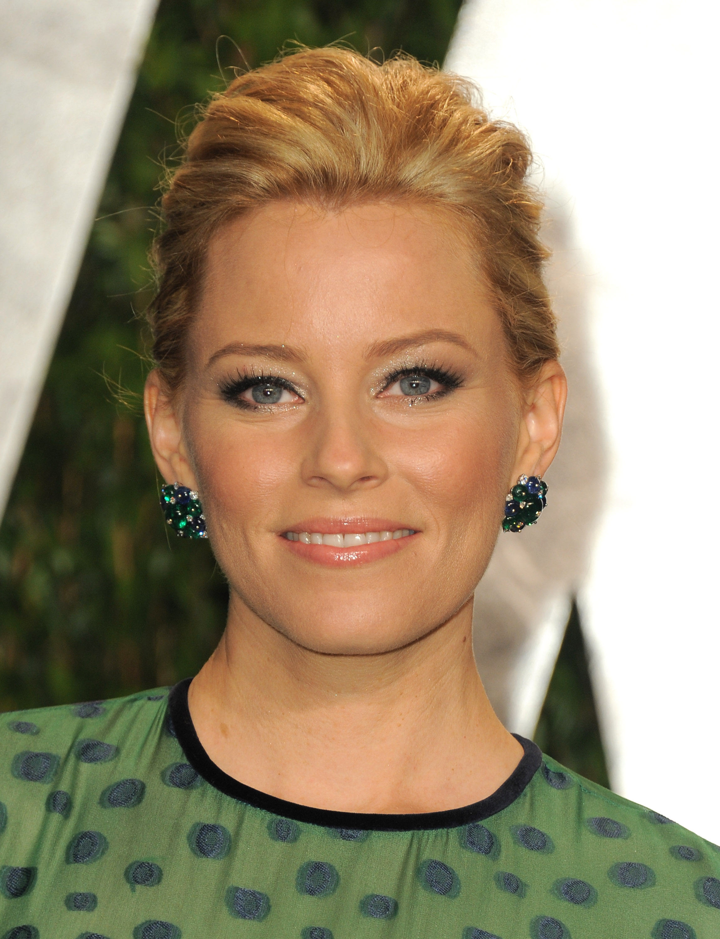 Elizabeth Banks up close at the Vanity Fair party