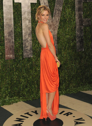 Julie Bowen shows off her sexy back at the Vanity Fair party.