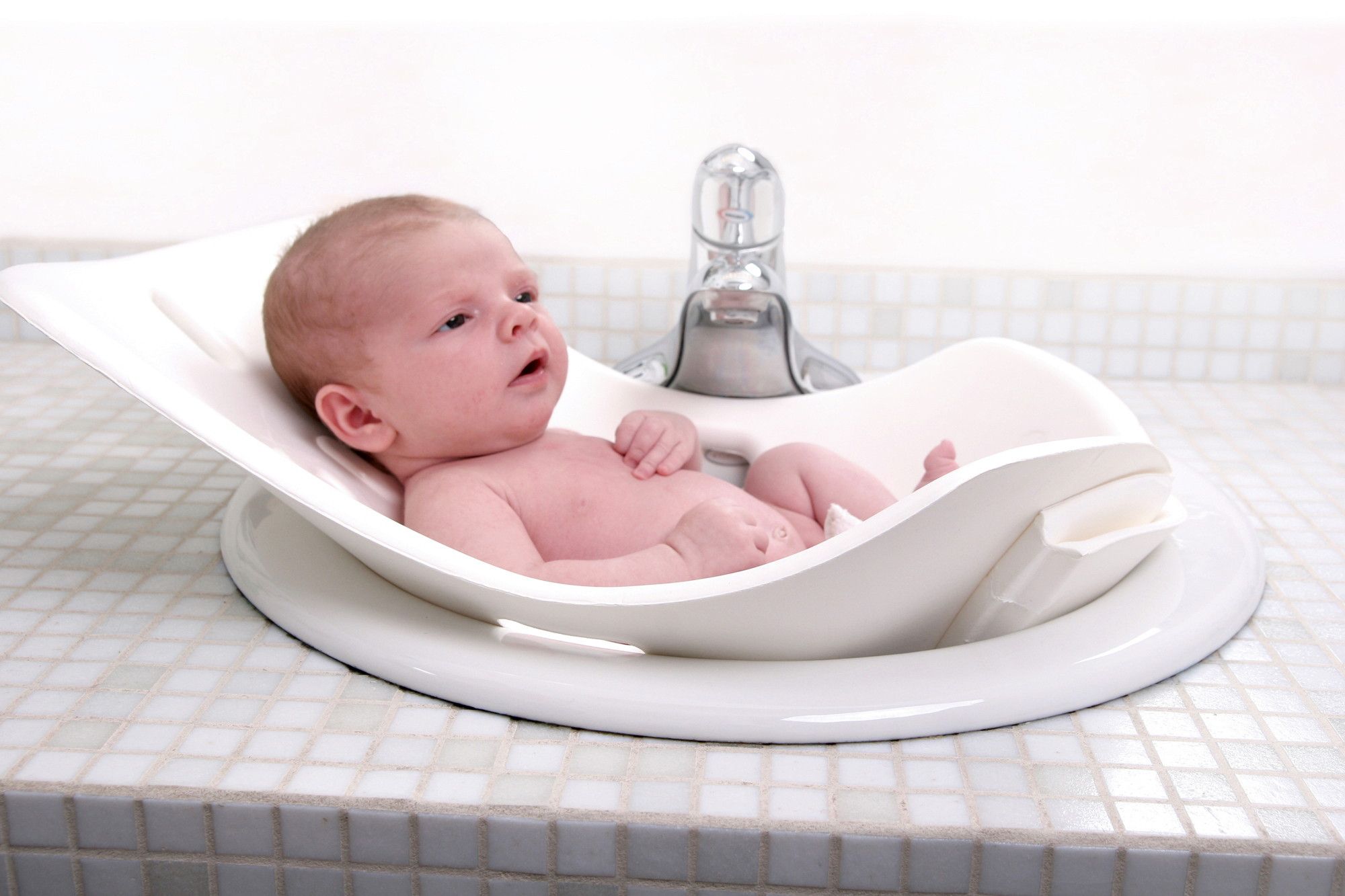 puj baby portable bathtub 6 strange but real baby products that really work popsugar moms. Black Bedroom Furniture Sets. Home Design Ideas