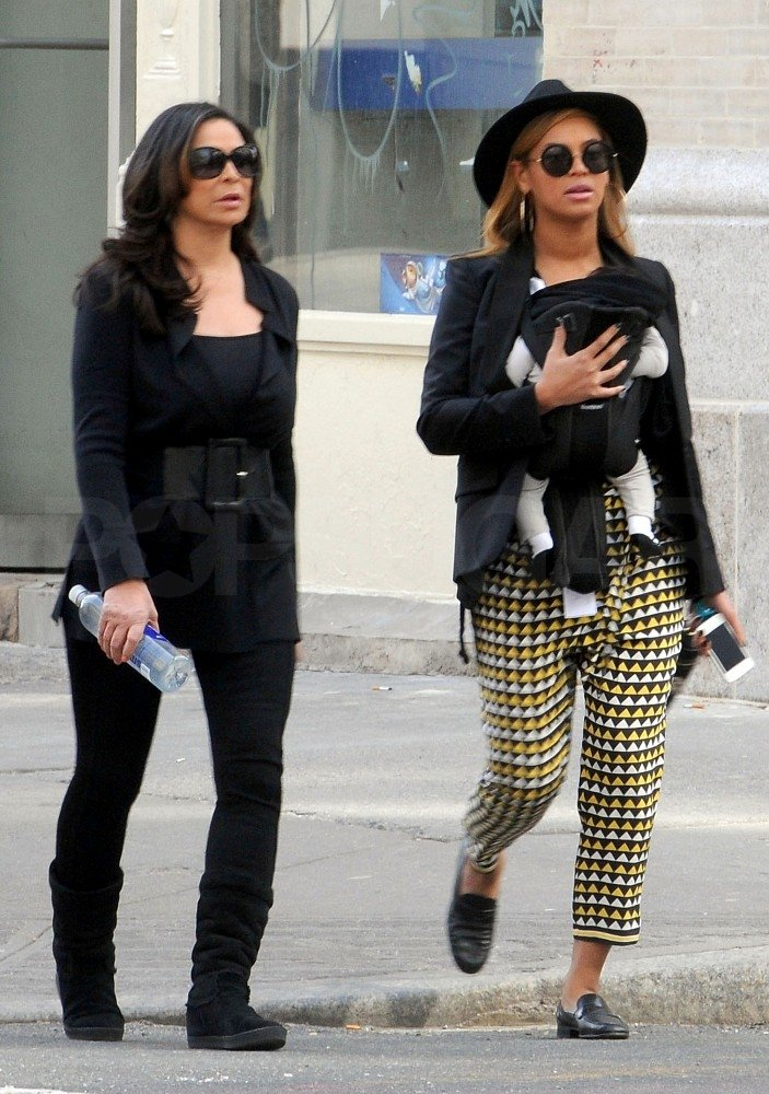 Beyoncé Knowles carried Blue Ivy Carter in NYC with Tina Knowles.