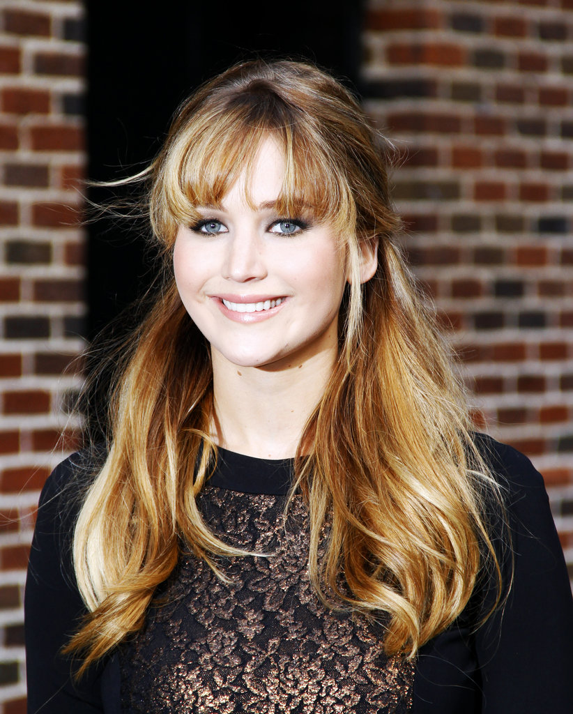 Jennifer kept her makeup soft and pretty with pink lips and a smokey eye.