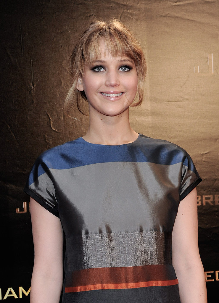 Up close we get a glimpse of Jennifer's beauty look — a smoky eye and natural, glossy lips.