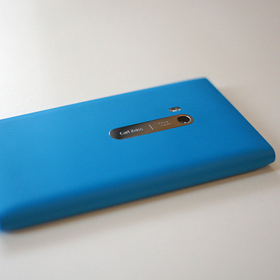 Pros and Cons of the Nokia Lumia 900